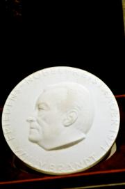 NORWAY PORCELAIN COPY OF NOBEL PEACE PRIZE